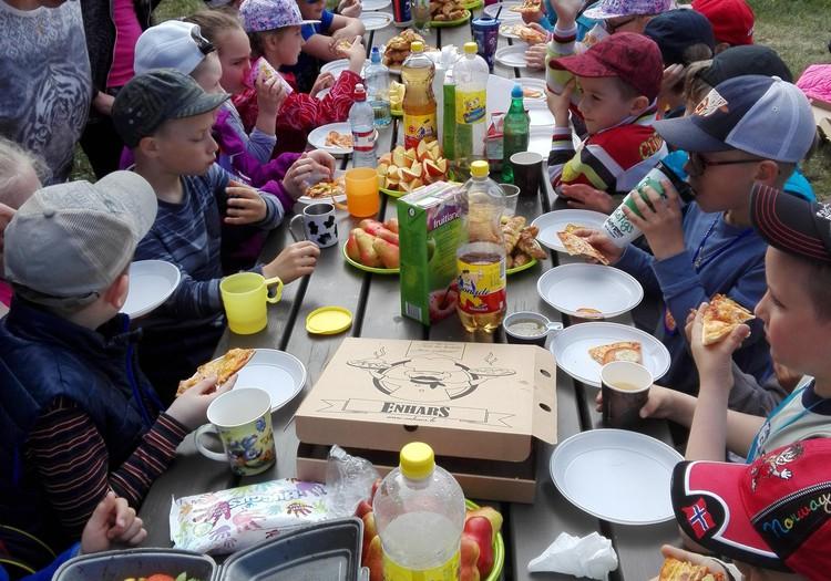 Пикник с однокласниками