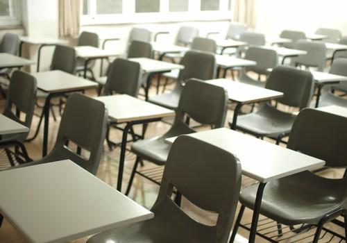 12-классники смогут посещать школу очно дважды в неделю