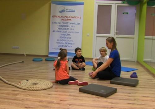 ВИДЕО Māmiņu klubs: Как гимнастика может помочь детям с проблемами осанки
