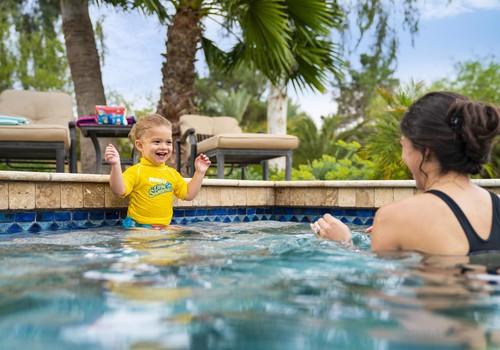 Приглашаем тестировать, и КАК: испытай подгузники Huggies® Little Swimmers, отправившись с малышом в Joker Club!