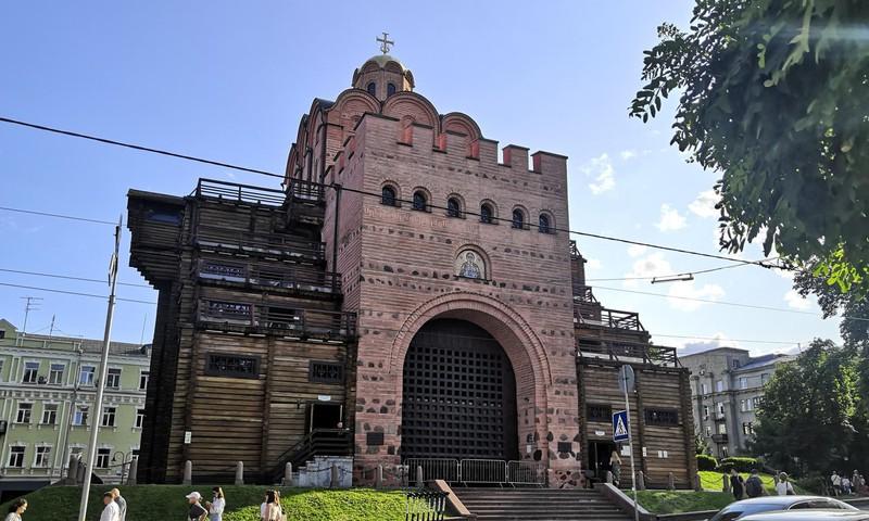 В погоне за летом: музей «Золотые ворота» - памятник фортификационного зодчества Киевской Руси