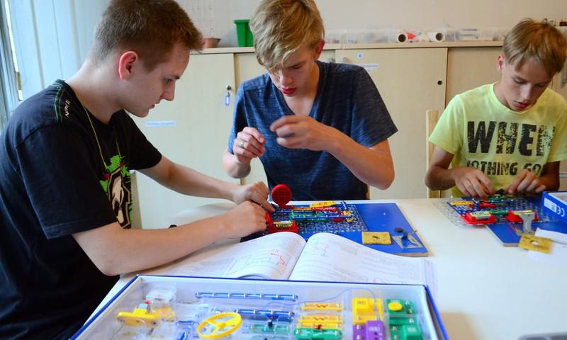 «Laboratorium Zinātnes skola» предлагает школьникам бюджетные места