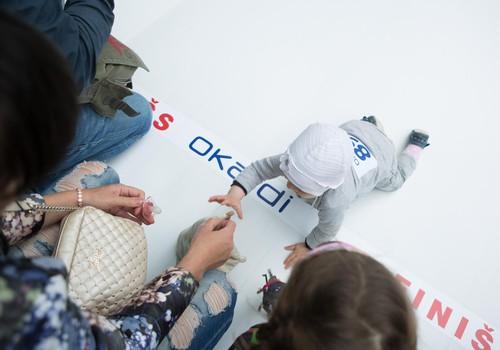 На фестивале Маминого Клуба OKAIDI провел соревнования между маленькими ползунками