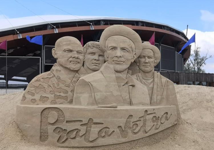 Песочница для взрослых в Елгаве: выставка песчаных скульптур 2020