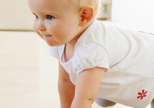 ВИДЕО: смена подгузника активному малышу
