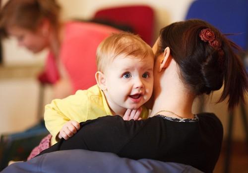 Приглашаем на развивающие занятия с 8 месяцев до 1 года: чем разнообразнее окружающая среда, тем гармоничнее малыш развивается