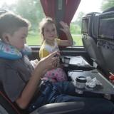 Ехали из Риги на очень удобном автобусе. Прелесть в том, что в нём всё есть для комфортной поездки с детьми (кроме кроватей, конечно). Но 11 часов, с регулярными остановками, пролетели незаметно.