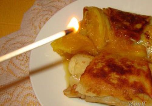 Огненные блинчики с бананом в апельсиново-коньячном соусе