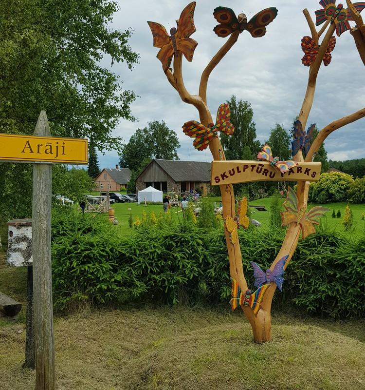 Парк деревянных скульптур и лабиринты