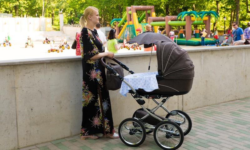 Мамы малышей, вы легко успеете и на Парад колясок, и на соревнование ползунков!