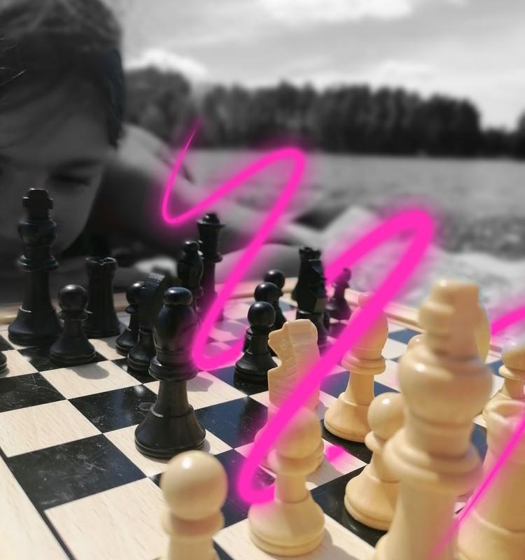 Дома с мамой: причины записать ребёнка на шахматы